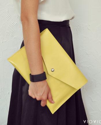 Красив жълт кожен плик