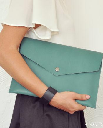 Стилен зелен кожен плик