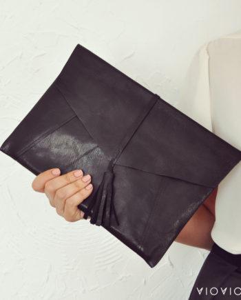 Стилен черен кожен клъч