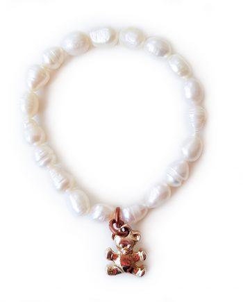 Детска гривна от естествени перли с висулка мече