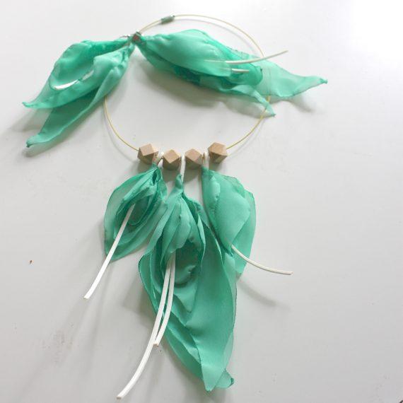 Комплект феерични летни бижута от лек шифон в нежен цвят