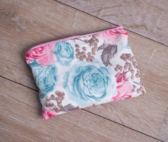 Цветен и свеж несесер за дамската чанта