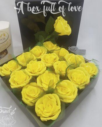 Прекрасна кутия с цветя и бонбони A Box Full Of Love