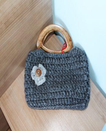 Страхотен дамски комплект от плетена чанта и шал тип яка