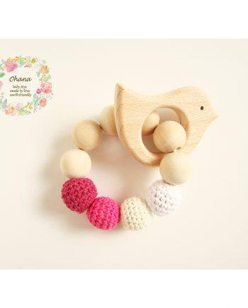 Бебешка гризалка с плетени топчета и дървено пиленце