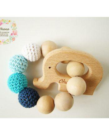 Бебешка гризалка с плетени топчета и дървено слонче