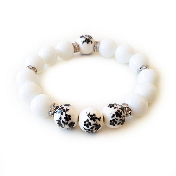 Гривна от естествени камъни бял оникс и порцеланови топчета