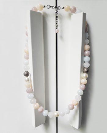 Колие от естествени камъни жадеит, халцедон и перла