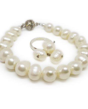 Красив и стилен комплект гривна и пръстен от естествени перли