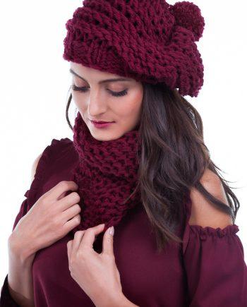 Красив комплект шапка барета и асиметрична яка в бордо и екрю