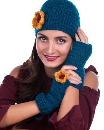 Красив комплект шапка с цвете и ръкавици в различни цветове
