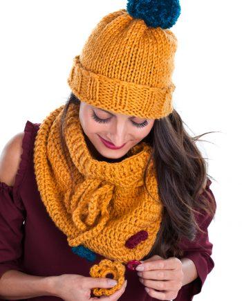 Красив комплект тиквено жълта шапка с ластик и яка с връзка