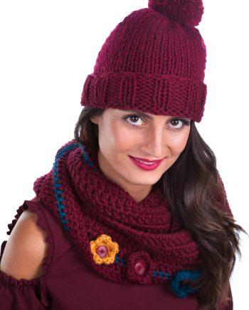 Красив комплект шапка бордо с ластик и шал инфинити с цветя