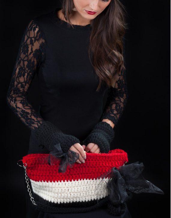 Комплект шапка с ластик, ръкавици и чанта в черно, червено и екрю