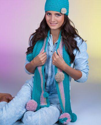 Красив комплект тюркоазена шапка и класически шал