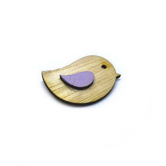 """Нежна дървена брошка """"Птиче"""" с лилаво крилце"""
