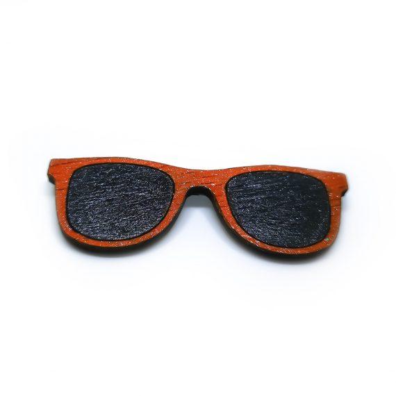 """Стилна дървена брошка """"Очила"""" в черно и червено"""