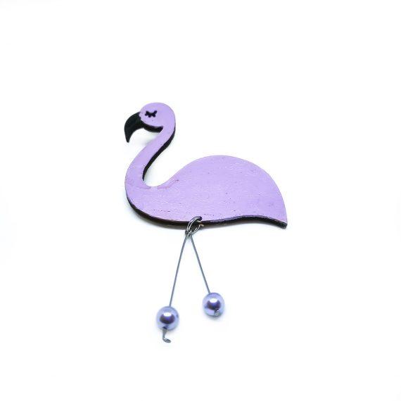 """Нежна дървена брошка """"Фламинго"""" в бледо лилаво, с перли"""