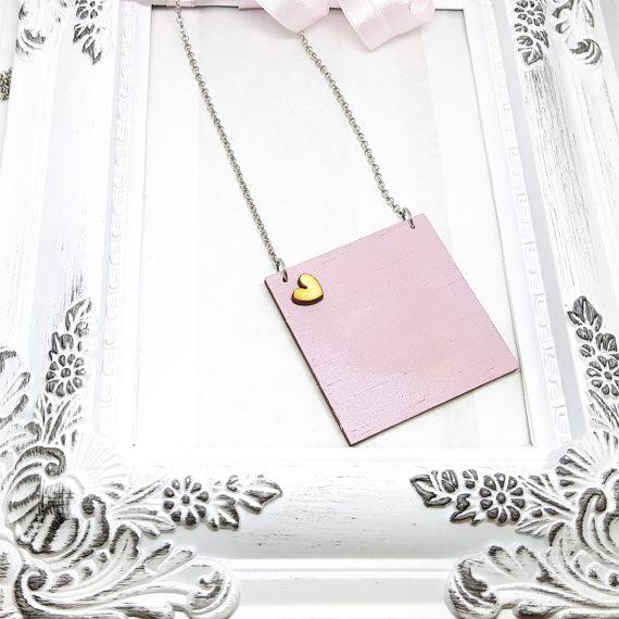 Квадратно нежно колие в розово