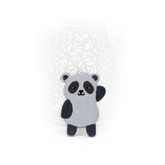 """Симпатична дървена брошка """"Панда"""" в бяло и черно"""