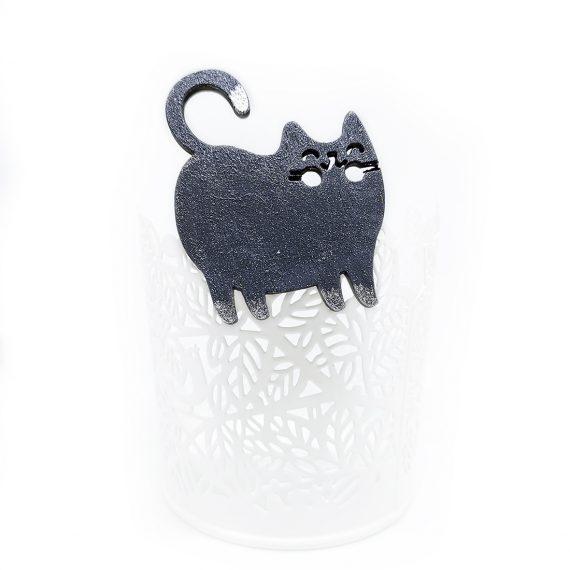 """Симпатична дървена брошка """"Коте"""" в бяло и черно"""