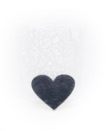 """Нежна дървена брошка """"Сърце"""" в черно"""