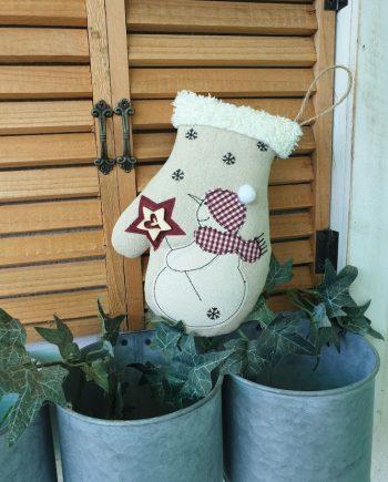 """Висящ орнамент """"Коледна ръкавичка"""""""