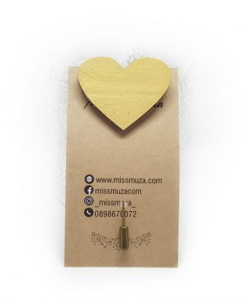 """Нежна дървена брошка """"Сърце"""" в жълто"""