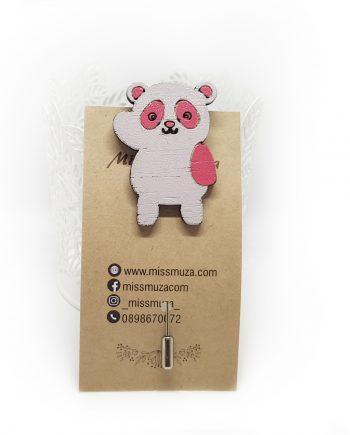 """Закачлива дървена брошка """"Панда"""" в бяло и розово"""