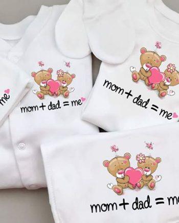 Бебешки комплект за новородено в бял цвят с надпис Mom + dad = me