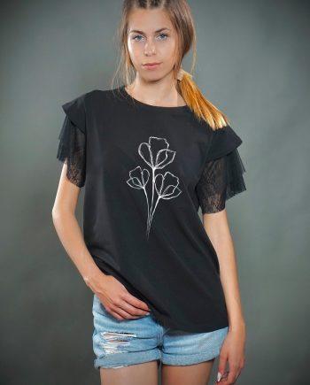 Красива тениска в черен цвят с дантела