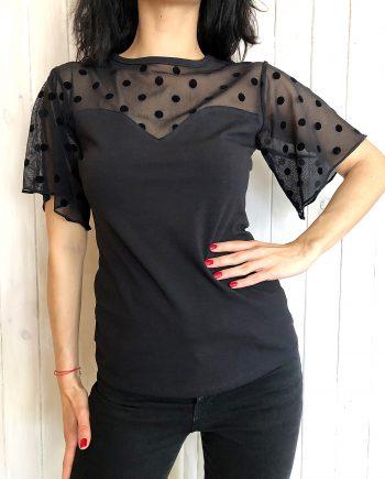 Стилна тениска в черен цвят с дантелени ръкави