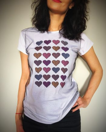Тениска в бял цвят със сърца