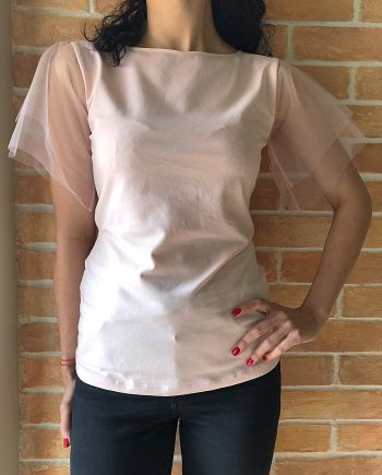 Стилна тениска в бял цвят с дантелени ръкави