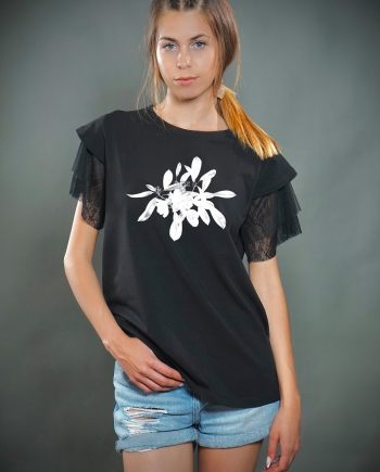 Стилна тениска в черен цвят с цвете