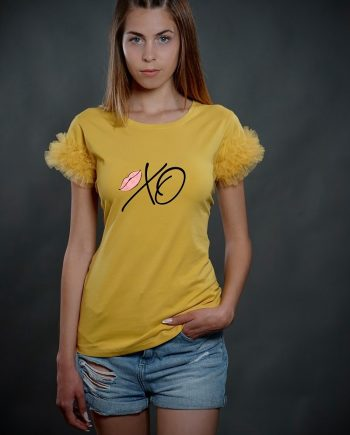 """Тениска """"Хо"""" в жълт цвят с тюл"""