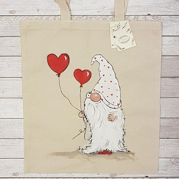 """Рисувана текстилна торба """"Джудже с балони сърца"""""""