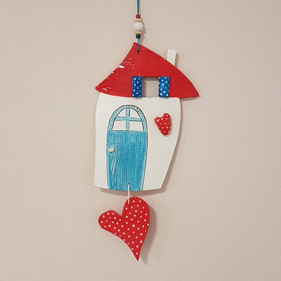 """Керамична къща """"Средиземноморие"""" с червени сърца"""
