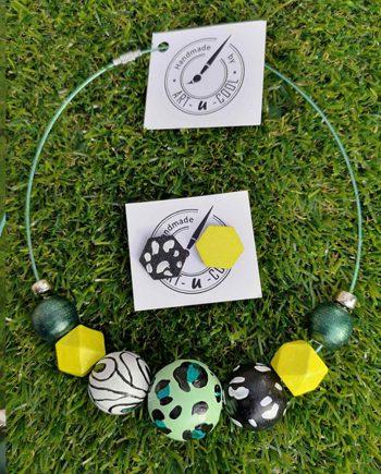 Комплект ръчно изработени и рисувани колие и обици в жълто, зелено и черно