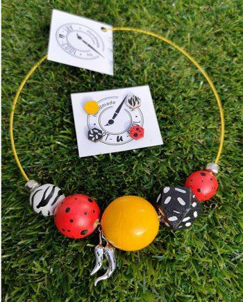 Комплект ръчно изработени и рисувани колие и обици в червено, жълто и черно с чушки
